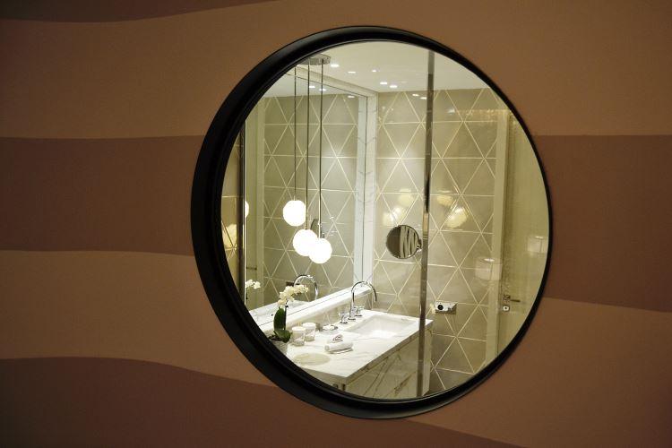 Bubble window in the bathroom
