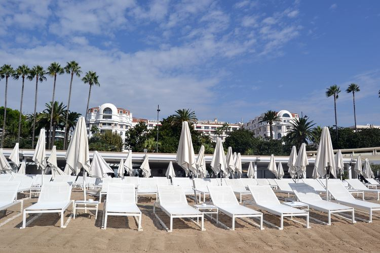 Majestic Barrière Cannes beach