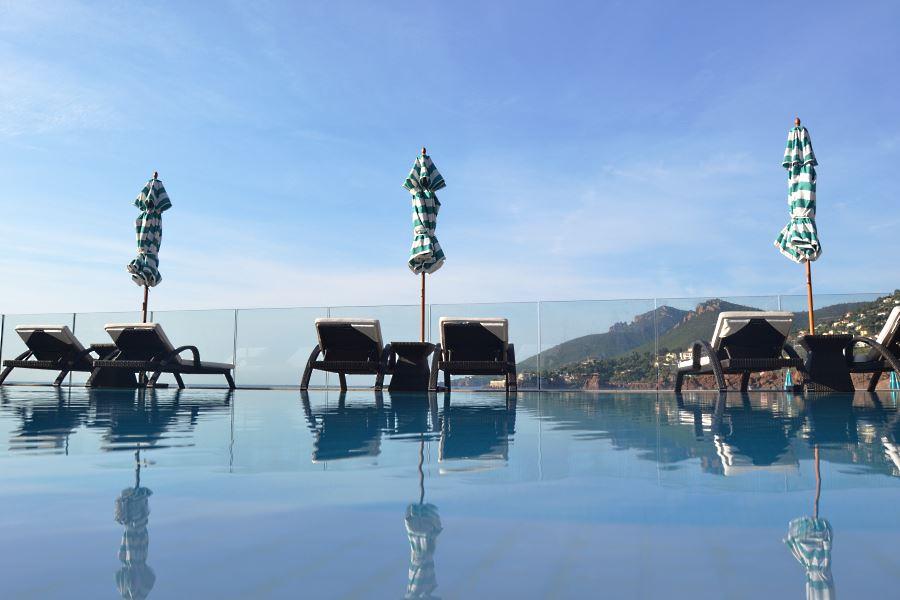 Tiara Miramar infinite pool