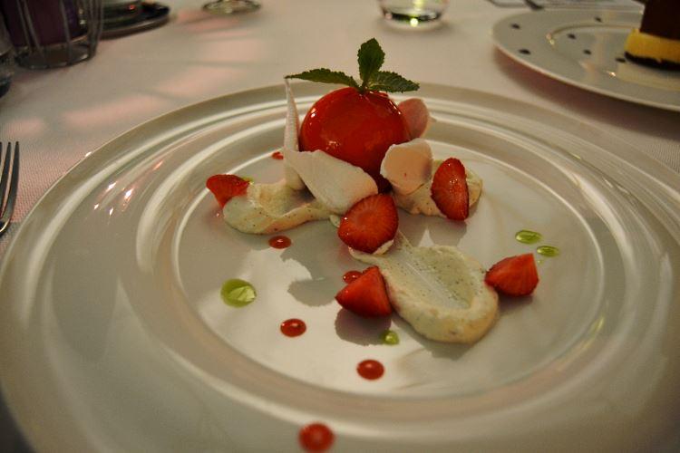 Le Vacherin aux fraises et meringues