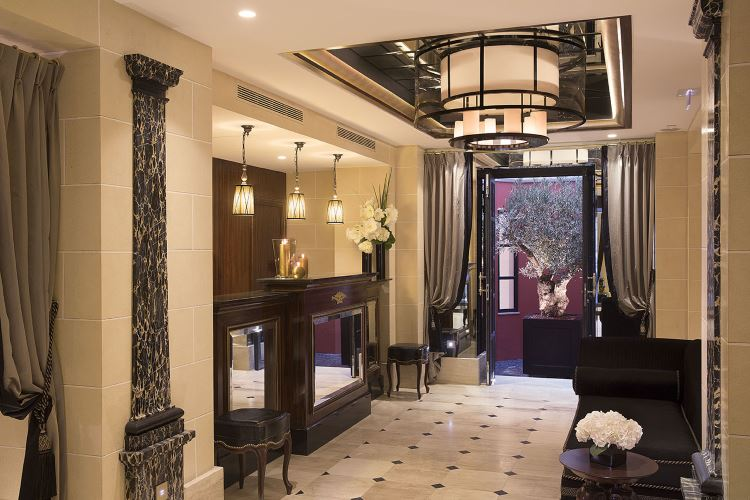 Lobby de l'hôtel Le Belmont à Paris