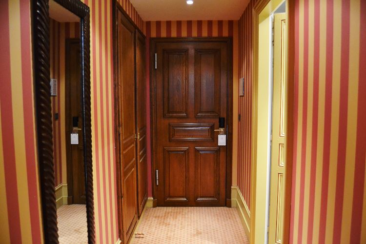 Deluxe room entrance