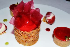 Raspberry pastrie set with nougatine