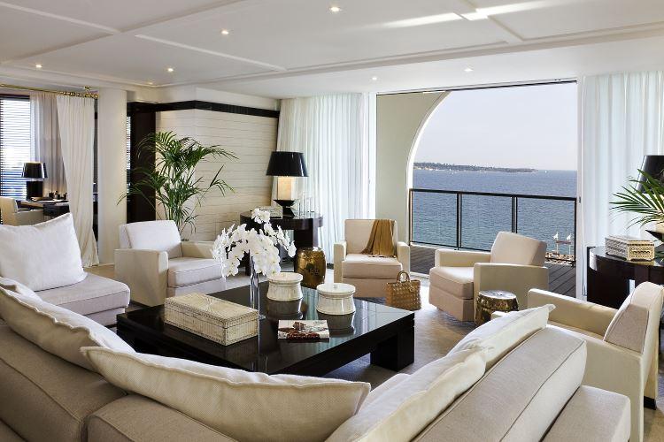 Le salon de la Suite Majestic Cannes