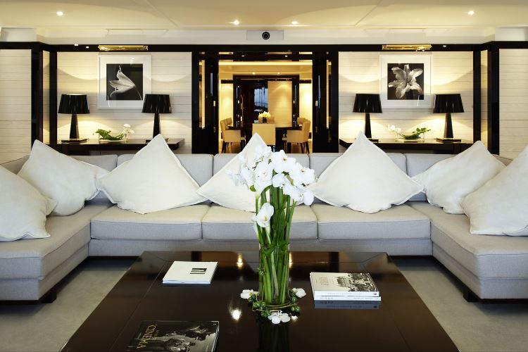 Salon luxueux de la Suite Majestic à Cannes