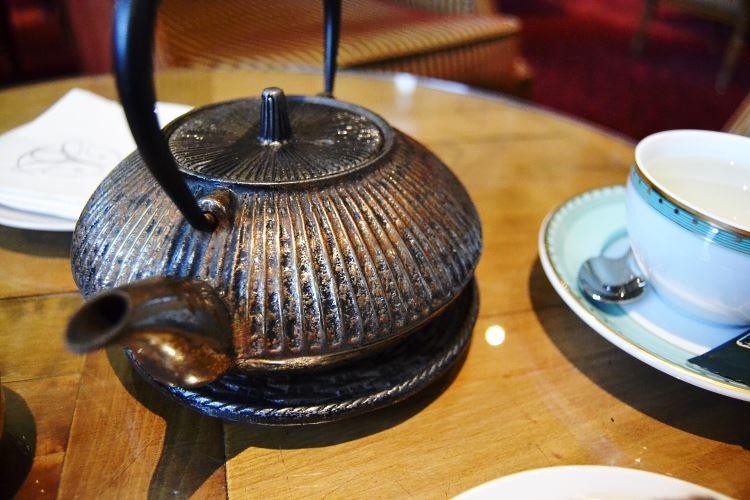 Chinese iron teapot and fine Bernardaud porcelain