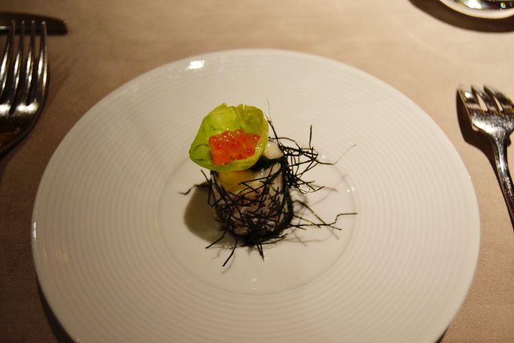 Cabillaud surmonté d'œufs de saumon an amuse bouche