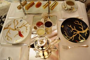Tea time at Le Meurice Paris