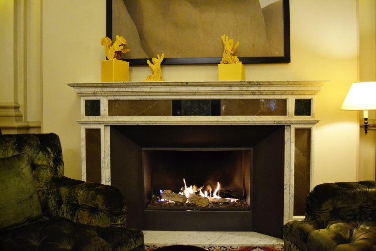 Fireplace lounge