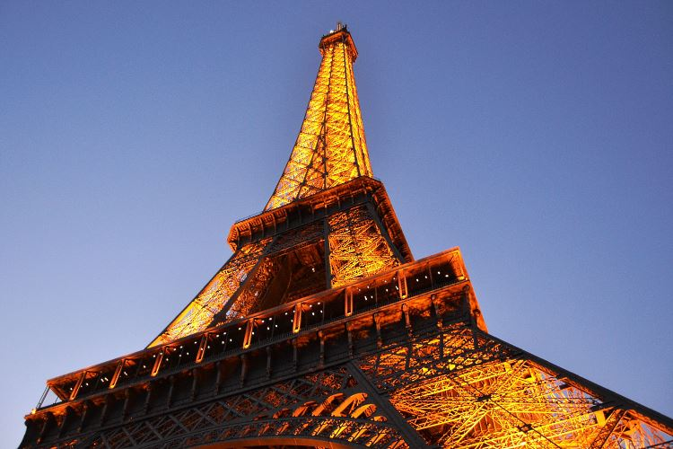 our selection of paris luxury hotels with view of the eiffel tower