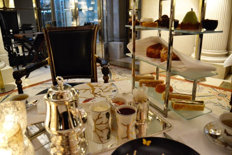 Tea time Le Meurice Paris