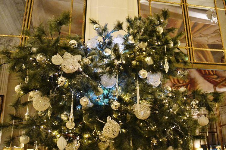 Décor de Noël du Meurice Paris