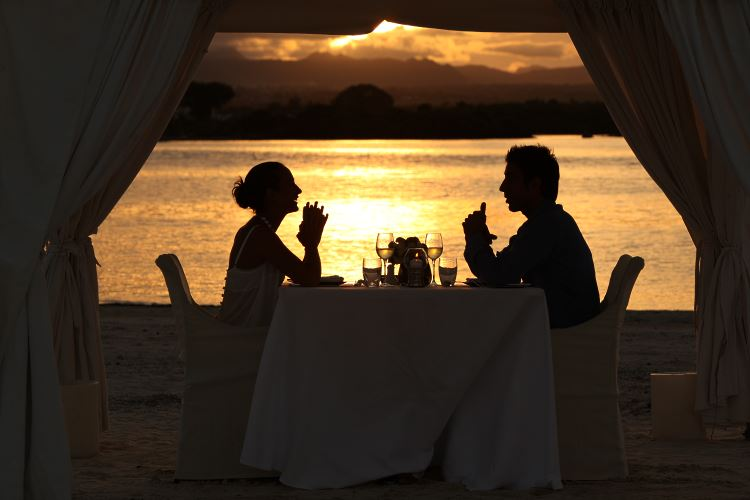 Beach romantic dinner Mauritius One Only Saint Geran