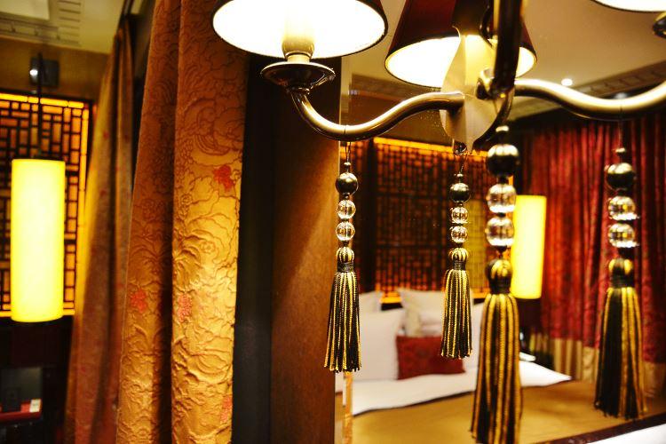 Détails de la décoration du Buddha Bar hôtel à Paris