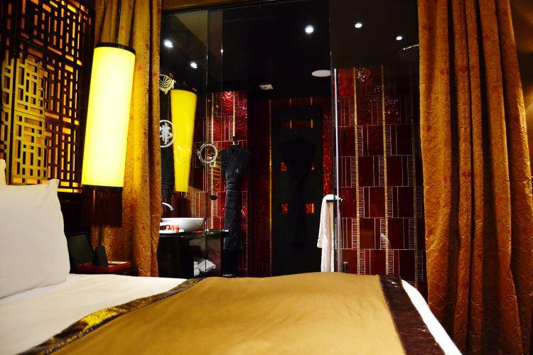 La salle de bains du Buddha Bar hôtel à Paris