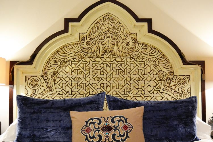Arabian Court bed - Dubai Royal Mirage