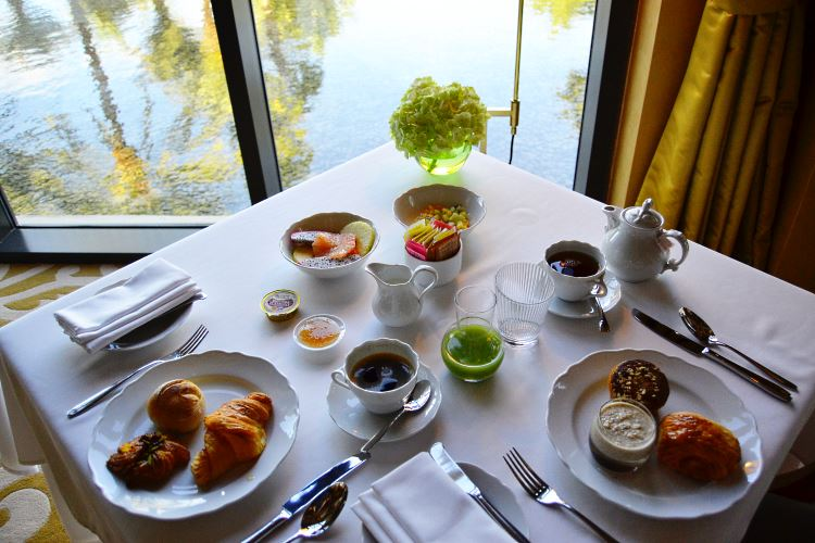Luxury breakfast Dubai
