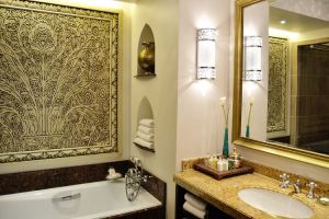 Arabian Court bathroom