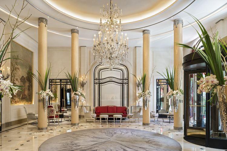 Plaza Athénée lobby
