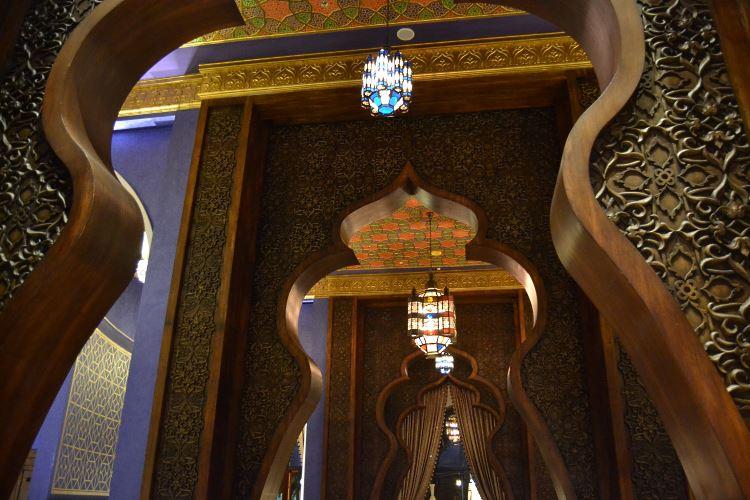 Zabeel Saray Dubai Lebanese restaurant Al Nafoorah