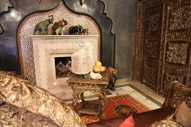 La Sultana Living Room
