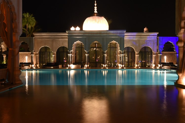 Palais Namaskar - Pool by night
