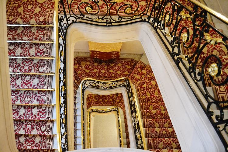 Plaza Athenee Paris stairs