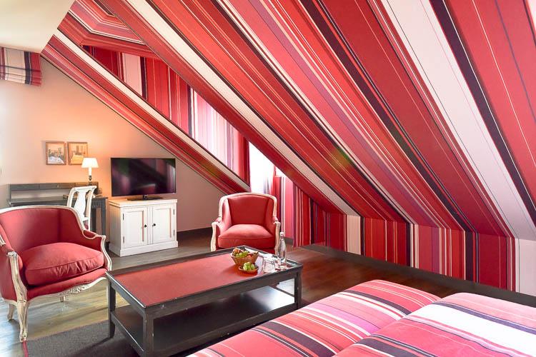 La Suite Junior Cote Salon Chambre Les Etangs De Corot