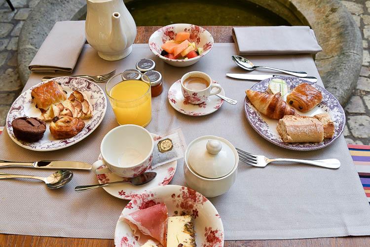 Les Etangs de Corot petit dejeuner