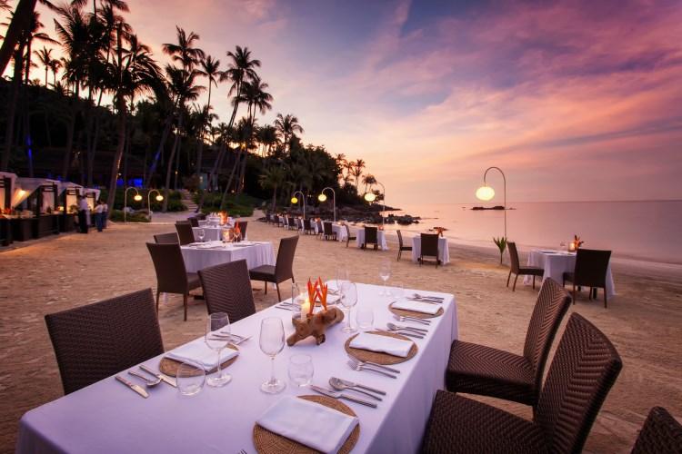 Coucher de soleil sur la plage de l'hôtel Four Seasons Resort Koh Samui