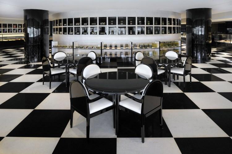 Armani Hotel Dubai - Deli dining area