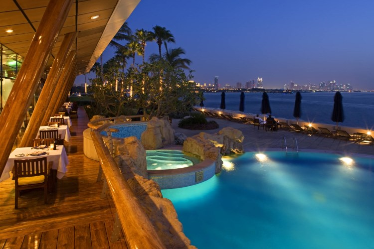 Burj Al Arab - La piscine à côté du restaurant Bab Al Yam