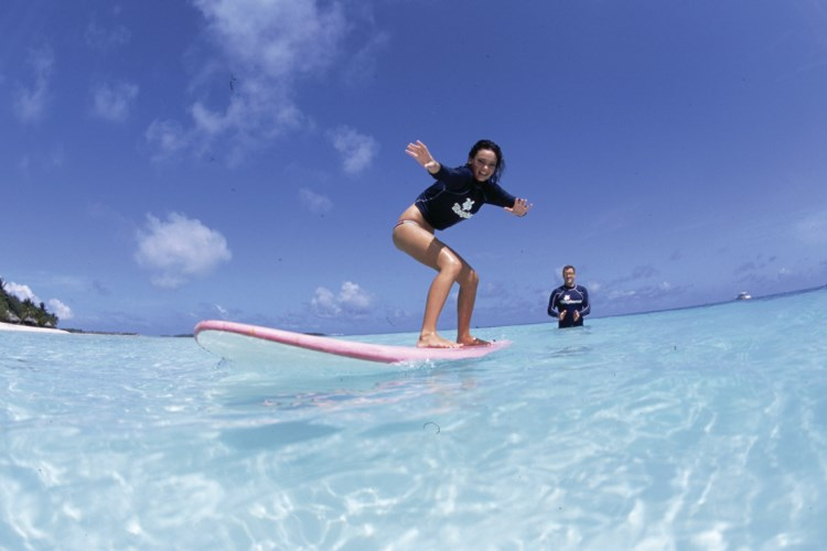 Four Seasons Kuda Huraa - Surfing class