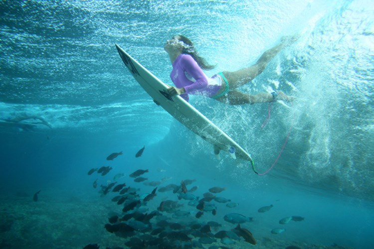 Four Seasons Kuda Huraa - Surfing