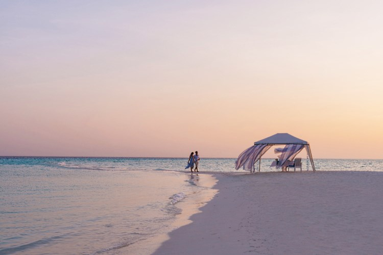 Four Seasons Landaa Giraavaru - Beach private dinner