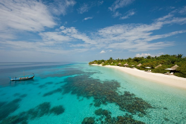 Beach of the Four Seasons Maldives at Landaa Giraavaru