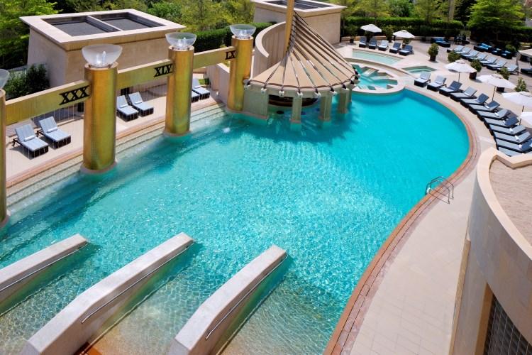 Raffles Dubaï - La piscine extérieure