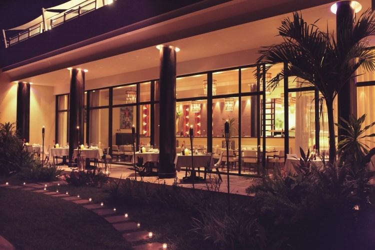 Raffles Praslin - Losean Restaurant by Night