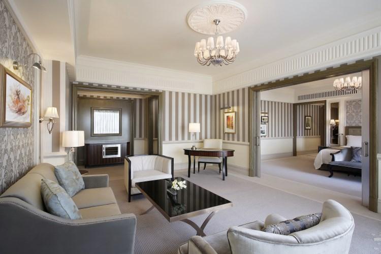 St Regis Dubai - Suite living room
