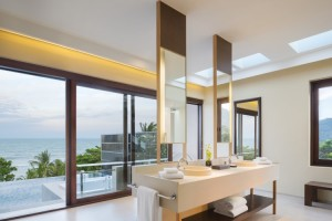Ocean View Pool Suite Bathroom
