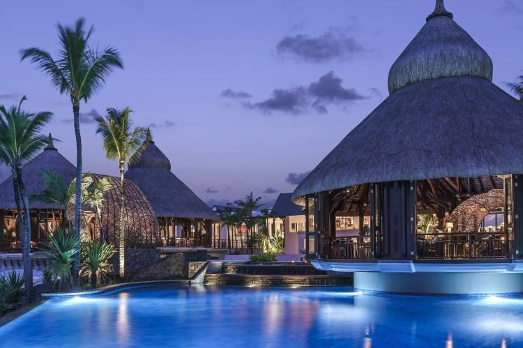 Shangri-La Île Maurice - La piscine en soirée