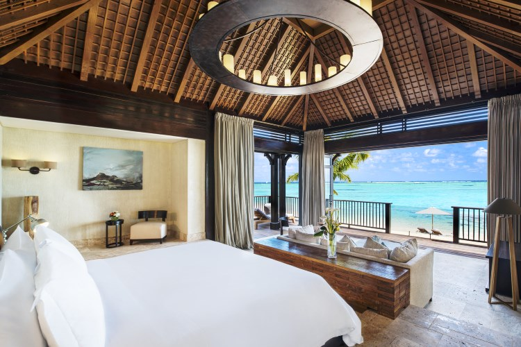 St Regis Mauritius - The St Regis Villa - Bedroom with view on the Lagoon