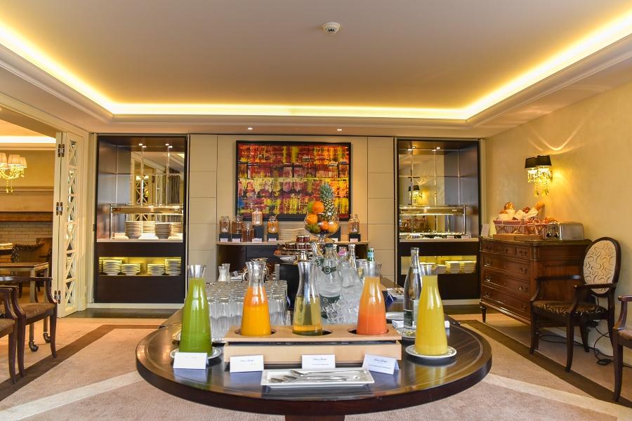 Buffet du petit déjeuner à l'hôtel Beau Rivage Genève