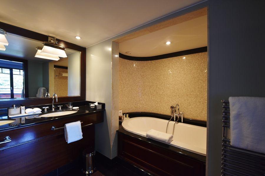 La Réserve Genève - salle de bain